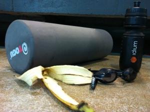 Etter endt treningsøkt på Tøyen måtte jeg ty til foamrolleren og løse opp i krampaktige beinmuskler. 15 minutter gjorde godt.