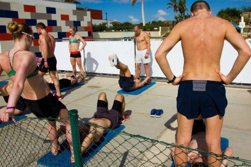 Basistrening er viktig, og med 20 stykker på leir er vi mange som kan ulike øvelser. Her får vi utfordret balanse, styrke og utholdenhet. Problemet er vel mest at vi kjører så hardt at svømmingen etterpå blir veldig tøff. Satser på at det skal gå lettere siste uka!