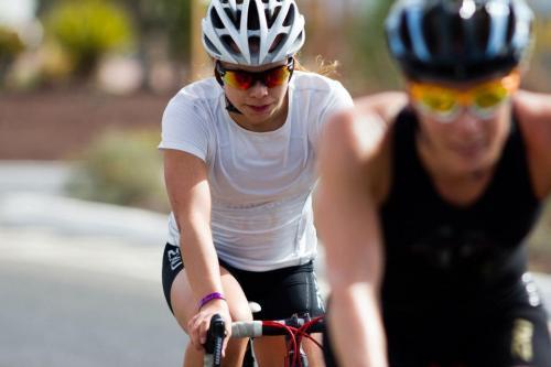 Jeg sykler først og Susanne ligger på hjul. Vi byttet etter to kilometer og samarbeidet fint om kjøringen.