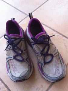 Jepp, slik. Ganske skitne, men for noen sko :-) 91,5 kilometer løpt på to uker uten vondter noen plasser. Ikke engang gnagsår etter å ha løpt med dem uten sokker i Lighthouse Triathlon.