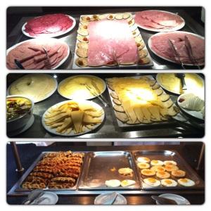 Nok å ta av for de som liker kjøttpålegg, ost, egg og belgiske vafler også :-)