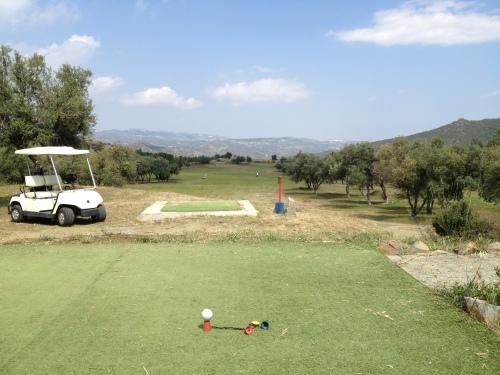 Fin utsikt fra golfbanen som ligger oppe i fjellsiden på Kypros. Her fra hull 7 og 17.