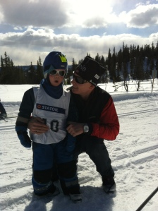 Hugulia velforening arrangerer hver påske skirenn for store og små. Her er Magnus klar for 200 meter på ski.
