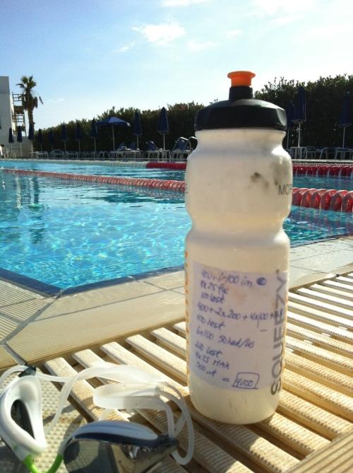 Hva kan jeg si? Jeg elsker å svømme og gjør det så ofte jeg kan. Her fra Kypros i april 2013.