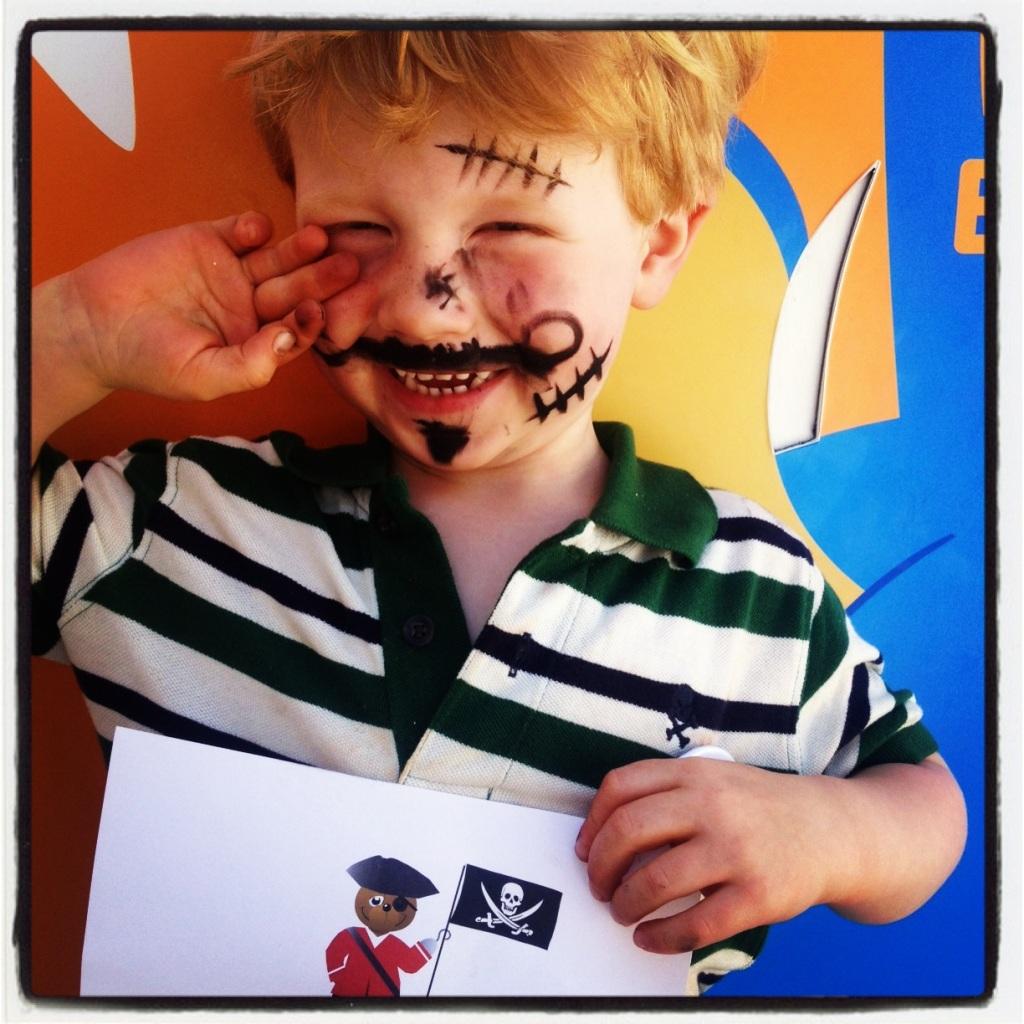Her er Magnus fra piratdagen som på søndag. Stolt gutt har kost seg på Miniland.