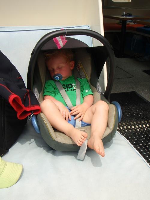 Bilsetet fra Maxi Cosi var vår beste venn de første 18 mnd med Magnus. Her er vi på båttur på Hawaii, og Magnus sover trygt og godt i setet på tur.