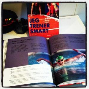 Hegnar Media har nettopp utgitt boken Tren Smart. Jeg fikk være med i den og fortelle litt om hva jeg liker med triathlon og hvordan du kan få inn trening i en aktiv hverdag.