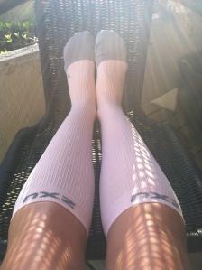 2XU har endelig kommet med farger de også, og mine lyserosa sokker har sittet som støpt på beina i kveld.