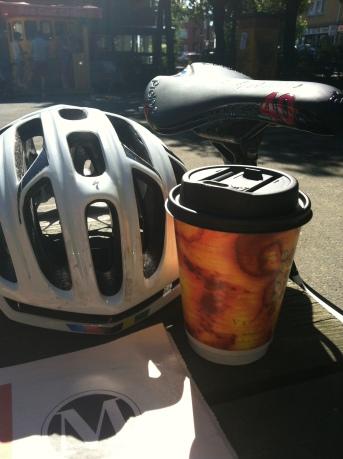 Fridag, hviledag og sol? Kaffestopp på Røa mellom massasje og sykkeltur. Det er luksusliv!