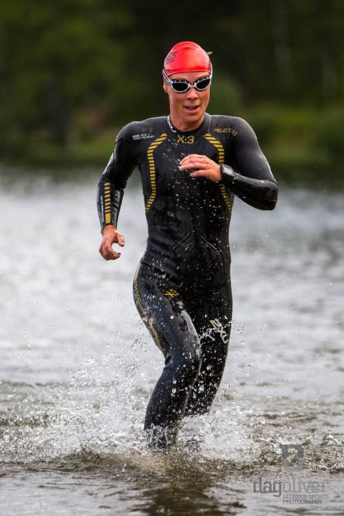 Det er tungt og vanskelig å løpe i vann til midt på leggen. Heldigvis har jeg jo Sognsvann ikke langt hjemmefra, og kan trene mer på dette når kroppen er mer uthvilt. Foto: Dag Oliver.