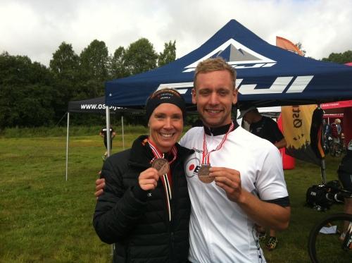 Tidligere elitesvømmer Alexander B. Skeltved og jeg tok medaljer på NM olympisk i fjor. Her gjentar vi suksessen og kan konstatere at svømmere egner seg godt som triatleter!