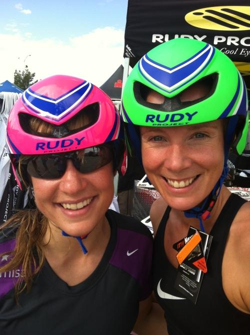 Ingrid og jeg testet sykkelhjelmer fra Rudy på Expoen i dagene før start. Angrer vel fortsatt på at jeg ikke kjøpte!