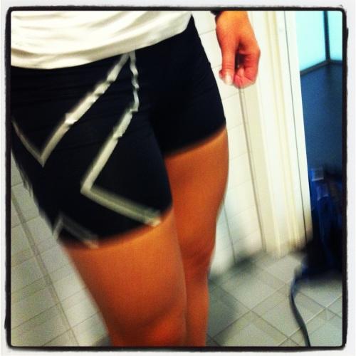 Temperaturen på ettermiddagen er jo fort ti grader høyere enn på morgenen. Torsdag gjorde jeg kort prosess på et par gamle tights og vips, shorts!