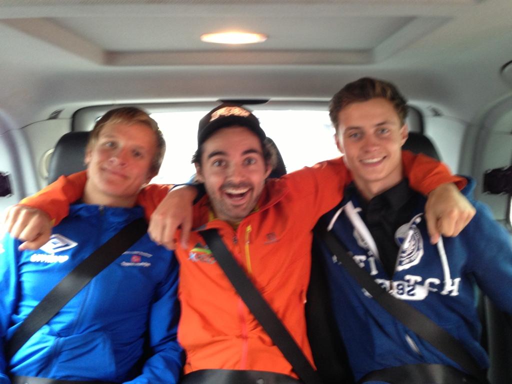 Så glad ble gutta da vi endelig fikk kommet oss med taxi inn til hotellet. Kristian, Espen og Jørgen forresten.