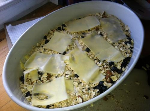 Kaldt smør er lett å bruke ostehøvel på. Da får du tynne, fine skiver med smør som du legger akkurat som ost på en lasagne.