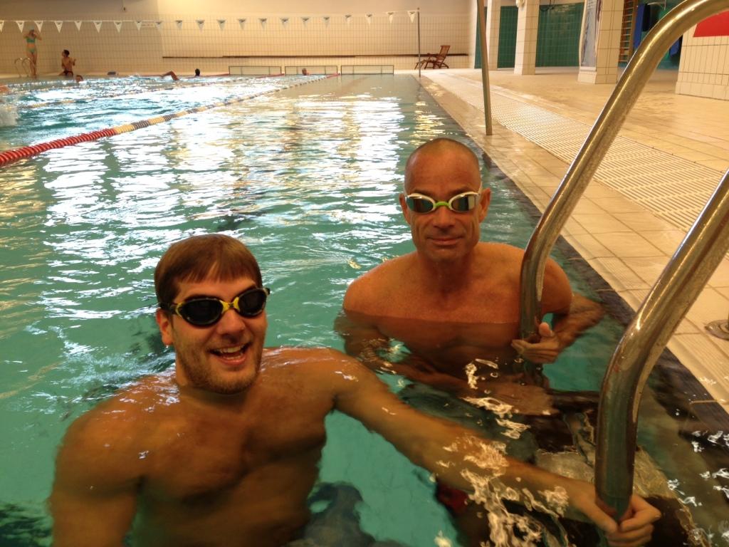 Kristoffer og Tor møtte på Domus i morges og fikk en time svømmeundervisning.