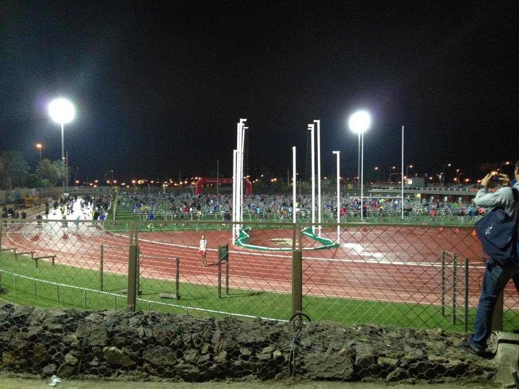 Travel skiftesone på konkurransedagen. En hel friidrettstadion til alle som skulle kjøre olympisk distanse. Det ble fryktelig langt å løpe, men fungerte veldig bra til slutt. Ikke lett å organisere så mange triatleter!