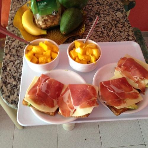På treningsleir er det viktig med god, næringsrik mat som kan serveres nærmest med det samme. Slik som dagens lunsj!