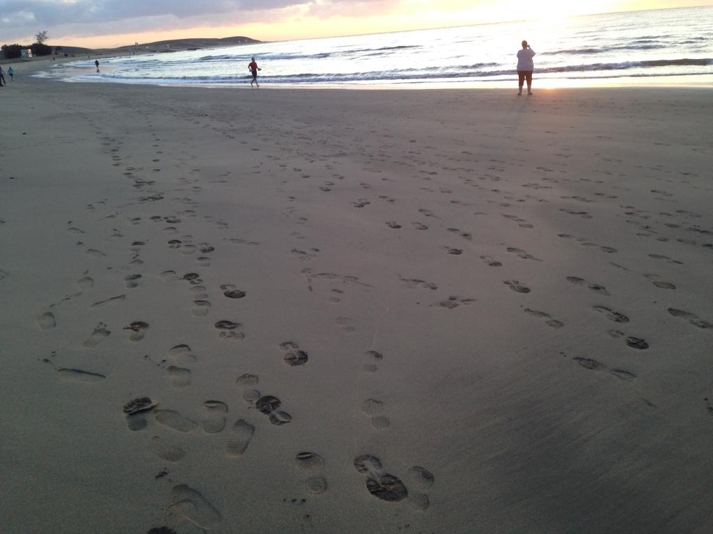 Fotspor i sanden