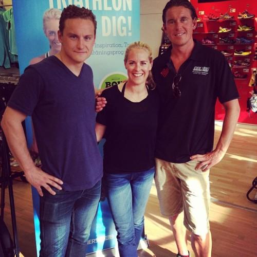 Her er Jonas Colting (t.h) og Jojje Borssén sammen med Erika Rosenbaum på et event i forbindelse med release på boken Triathlon For Dig.