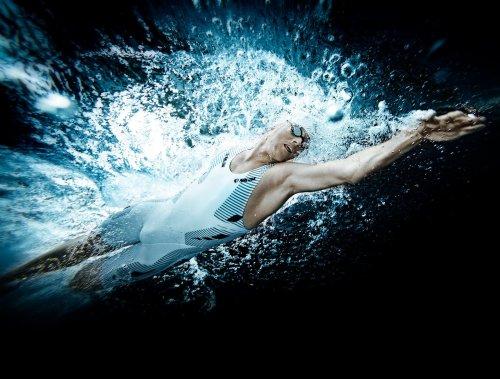 Jonas Colting figurerer blant annet i en Rolex-kampanje med dette svømmebildet. Han er en rask svømmer som gjerne kjører 10x200 på langbane start on 2.30. Jeg gleder meg stort til å suge til meg alt han har av kunnskap om triatlon og open water svømming! Foto: Rekyl Reklambyrå.