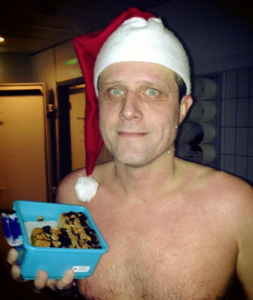 Anders imponerte med kjempegode muslibarer og julenisselue.