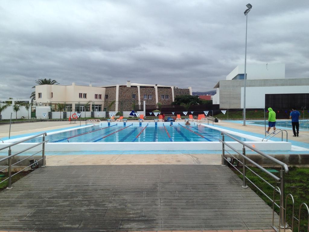 Svømmebassenget i San Fernando har seks baner og flotte forhold. Her er det heller ikke bare ett, men to 25-meters basseng, og de ligger i gangavstand fra hotellet. Vi har booket tid og ser frem til å gjøre deg til en bedre svømmer!