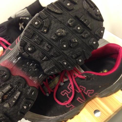 Skoene har gode pigger som gjør at du sitter som støpt uansett hvor glatt det er. Husk imidlertid at de blir glatte innendørs.