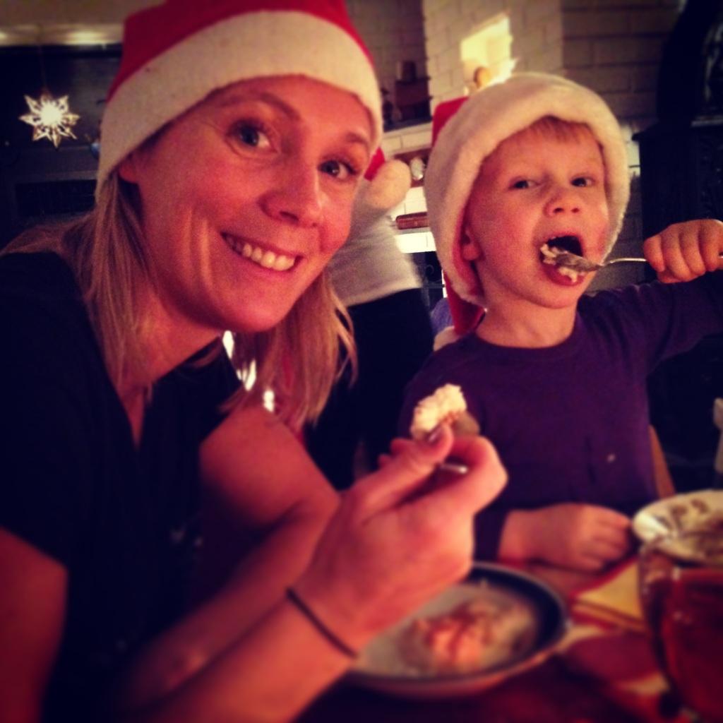 Det ble mye tid til familien også, her ved julegrøten lille julaften.