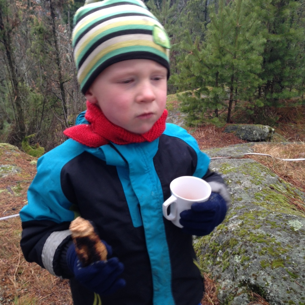 At vinden var iskald gjorde ikke så mye. Pølse og varm saft smakte godt.