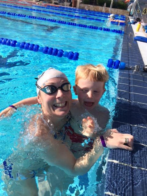 Mine økter i bassenget kuttet jeg gjerne etter 60-70 minutter. Da sto Magnus på pletten for å svømme noen meter med mammaen sin.