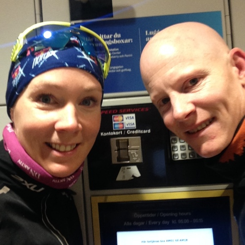 På Stockholm Centralstation har de smarte oppbevaringsbokser. Her la vi igjen en sekk med tørt tøy og mat, slik at vi raskt kunne skifte og spise etter langturen.