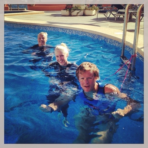 Her er det Vilde, Henriette og Kristian som løper i vei. Aquajogging er helt klart best med selskap.