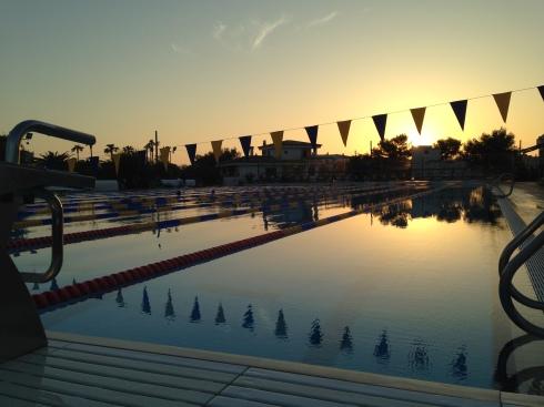 Dette er bassenget ved BEST swim centre. 10 baner på 50 meter i solskinn. Da gjør det ingenting at øktene blir lange :-)