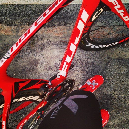 Min ferrarirøde sykkel er jammen rask og god. Litt mer tilpasning nå, så blir det helt supert.