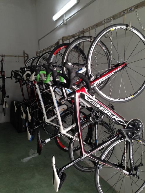 """Syklene """"våre"""" henger i eget sykkelrom på hotellet. Her er det ikke lov å ha sykkel med på rommet. Ganske vanlig for Mallorca etter min erfaring."""