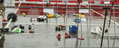 Regnet startet da juniorene startet og sluttet da jeg løp i mål. Snakk om våt skiftesone!