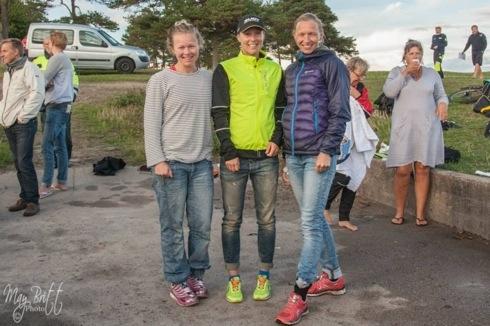 Pallen for damer så slik ut. Meg på første, Jorid Aasbø (t.h) på andre og Cesilie Skollerud på tredje. Foto: May Britt Sørensen