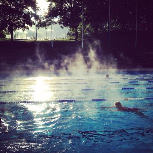 Jeg har jobbet på Frognerbadet i sommer. Hver morgen har jeg lært folk å svømme. Noen dager har det vært ren magi å stå på kanten.
