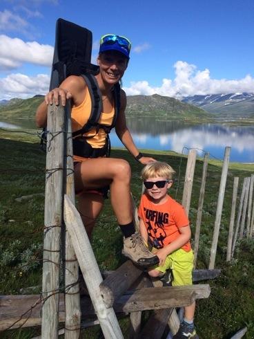 Magnus og jeg på vei opp mot Bitihorn i sommer.