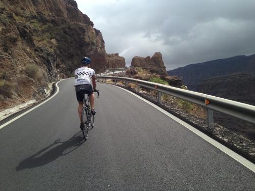 Veiene på Gran Canaria holder god standard og det er et hyggelig å sykle her.