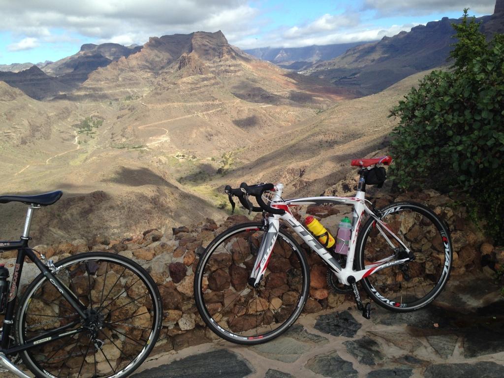 Gran Canaria er kjent for sine mange fine veier og mange bakker. Jeg storkoste meg på 14-dagers leir her i fjor!