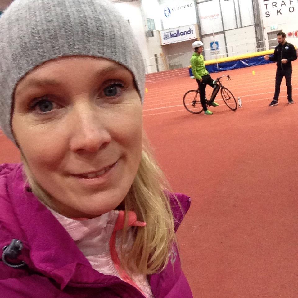 Kursets siste dag besto av mye praksis. Sykkel- og løpeøvelser inne i Deep Ocean Arena, sammen med svømmeøvelser i bassenget på Vormedal skole. Kreativitet og lek var viktige elementer.