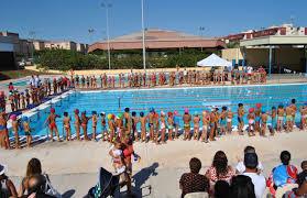 Det er stor aktivitet ved svømmebassenget. Spesielt fra 08-10 og på ettermiddagene fra 16-21. PT timer, vannaerobics, svømming for barn og handicappede, eldre og nybegynnere. Og selvfølgelig svømmetrening! Det gleder et svømmehjerte å se så mange som gleder seg over å trene i vann! Foto: http://regioncanarias-diariodigital.blogspot.com.es