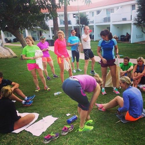Sykkelturen ble avsluttet med fire km løping, 15 min core og 15 min tøying. Fargerik gjeng å ha med på tur!