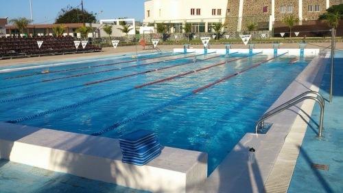 Her har de ikke bare ett, men faktisk to basseng som begge er 25 meter. Det ligger seks baner i det ene og tre i det andre. Kan noen vær så snill å lære bademesteren på Tøyenbadet dette??