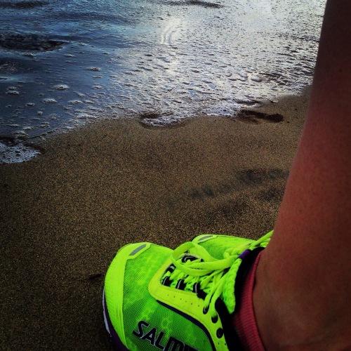 I dag ble det 12 km hvorav hele seks km var løping. Til gjengjeld ble løpingen gjort på sand, så beina fikk etterlengtet pause fra den harde asfalten. Fantastisk følelse å løpe med sand under beina og medvind i ryggen. Dette har jeg ventet lenge på!