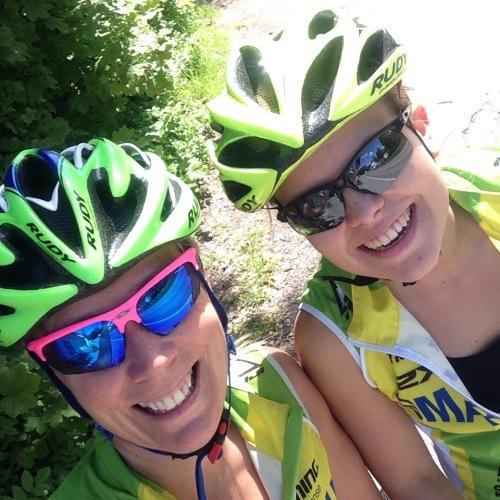 Joyce ble med på oppvarmingen og fant seg godt til rette som sykkelpasser og teamsupport mens vi svettet i vei.