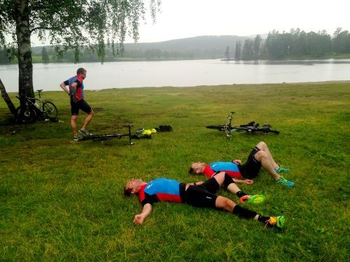 Slitsomt ja, men artig lell. Tre stykker inn på 56 minutter. Distansen var ca 400 svøm, 16 km sykkel og 3,5 km løp.