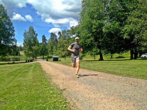 Antonio løper mye fortere enn meg, så han løp 500 meter lenger enn meg. Jeg var noe raskere i skiftesonen og klarte derfor å rykke fra etter hvert.